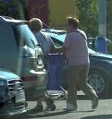 Imagini amuzante cu Cornel Palade si sotia! Au iesit impreuna la cumparaturi, dar sotia s-a ocupat de operatiunile de descarcare / incarcare VIDEO EXCLUSIV