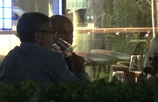George Copos isi traieste viata din plin... la o sticla de vin! Fostul sef rapidist iese seara de seara la terasa VIDEO EXCLUSIV