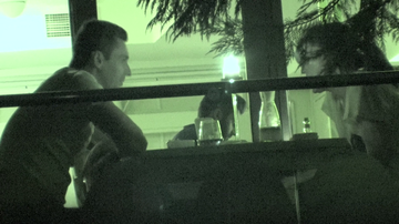 Mircea Badea, cina relaxata cu o femeie stilata! Cum a reactionat prezentatorul cand i-a observat pe paparazzi?! VIDEO EXCLUSIV