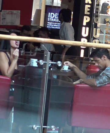 Sotia unui dinamovist celebru a facut show total cu lingurita-n mall! Barbatii s-au oprit sa o admire   VIDEO