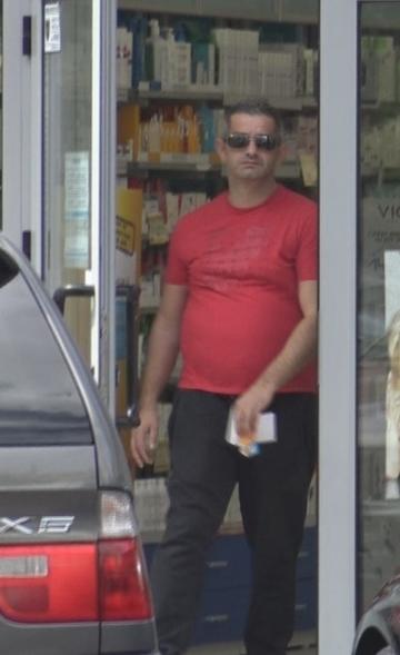 Dureri de cap din nou pentru Daniel Onoriu! Barbatul acuzat ca i-ar fi incendiat masina fostei iubite a ajuns de urgenta la farmacie | VIDEO