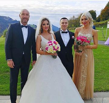 Adrian Minune, surpriza neplacuta la nunta fiului lui Nicu Gheara! Vezi ce a patit manelistul si cine i-a sarit in ajutor pentru a remedia o situatie delicata