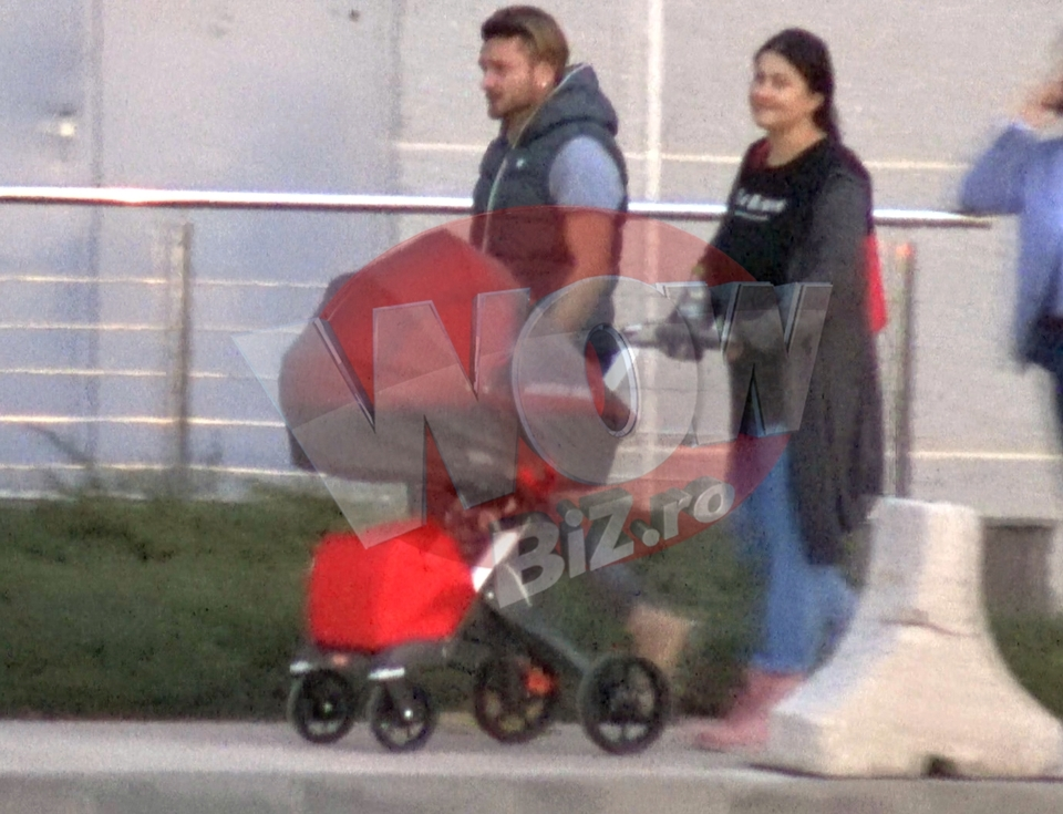 Primele imagini cu Gabriela Cristea si fetita ei, in public! Vedeta si sotul ei si-au scos micuta din casa si au mers la mall! VIDEO EXCLUSIV