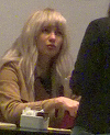 Lora s-a deghizat in... spion si a iesit la mall! Artista este de nerecunoscut cu noul look VIDEO EXCLUSIV