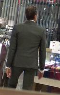 S-a retras din viata publica, dar face senzatie la fiecare aparitie! Radu Mazare, in rolul de James Bond la cumparaturi VIDEO EXCLUSIV