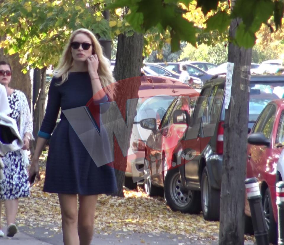 Valentina Pelinel si-a pus pe ea o fusta mini si a oferit cele mai jucause imagini de pana acum! Frumoasa mamica se simte ca la 18 ani, de cand a aflat ca iubitul ei ar putea fi eliberat VIDEO EXCLUSIV