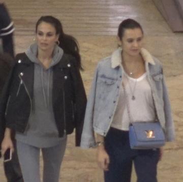 Anca Serea, rasfatata de Adi Sana cu o sesiune de shopping si o pizza la pachet! Se tin de mana prin mall si se comporta de parca ieri s-ar fi combinat VIDEO EXCLUSIV