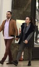Madalin Ionescu si Cristina Siscanu, preocupati inainte de super-petrecerea de botez a bebelusei Petra! Cum au fost surprinse cele doua vedete tv in mall. Mana-n mana, din ce in ce mai indragostiti! | VIDEO EXCLUSIV