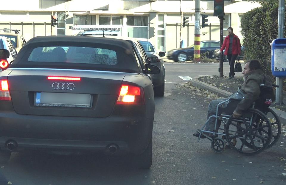 Boureanu a oprit masina-n trafic ca sa ajute un barbat in scaun cu rotile! Pumnul primit de la politist si cele 60 de zile de arest l-au schimbat complet pe afacerist VIDEO EXCLUSIV