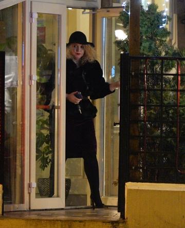 Oana Lis s-a vazut cu un barbat misterios la restaurant, dar apoi s-a rasfatat singura la... pariuri! | VIDEO EXCLUSIV