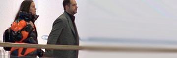 Madalin Ionescu si Cristina Siscanu, la fel de indragostiti ca-n prima zi! Putini se asteptau ca, dupa ani de iubire, prezentatorul sa isi mai tina nevasta de mana atat de strans in public VIDEO EXCLUSIV
