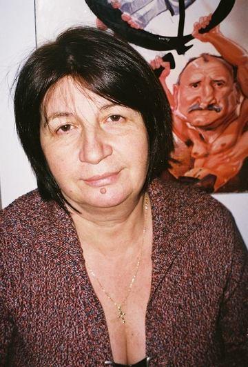 "Magda Catone ""fenteaza"" vremea urata cu un fes colorat, cu un ciucure mare! VIDEO EXCLUSIV"