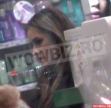 Diana Munteanu, de mana cu o femeie! Totul s-a petrecut intr-un mall din Capitala! VIDEO EXCLUSIV
