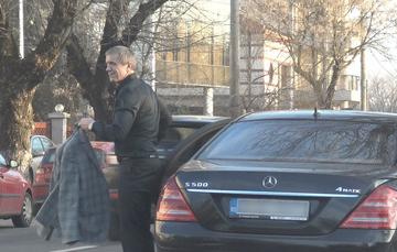 Fostul mare fotbalist Gica Popescu ramane un etalon al elegantei! VIDEO