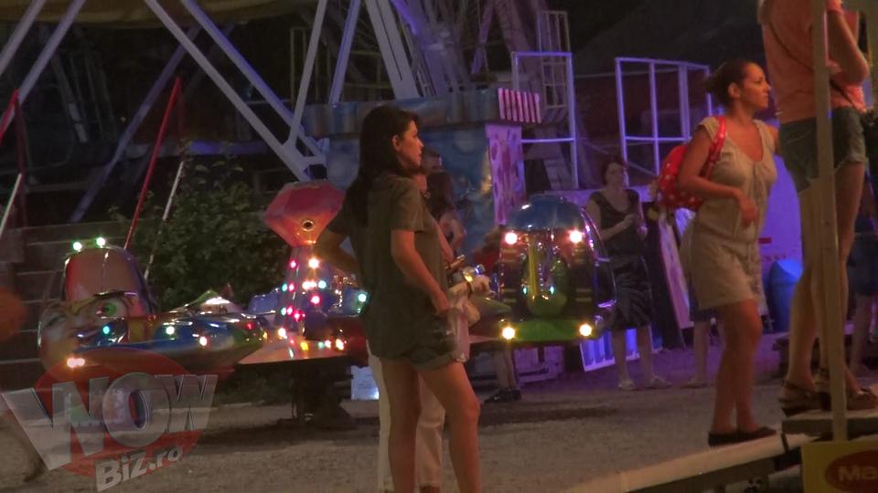 VIDEO! Ce mamica sexy! Uite-o pe Simona Patruleasa cu sotul si fetita! Si-au facut de cap in parcul de distractii!