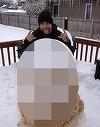 Uite cum arata omul de zapada al acestui tip! Nimeni n-are tupeu sa ii intre in curte!
