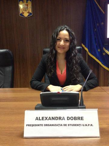 Asistenta lui Gabriel Oprea a slabit enorm de cand seful ei a plecat din minister! Cum arata acum cea mai sexy angajata a Guvernului Romaniei!