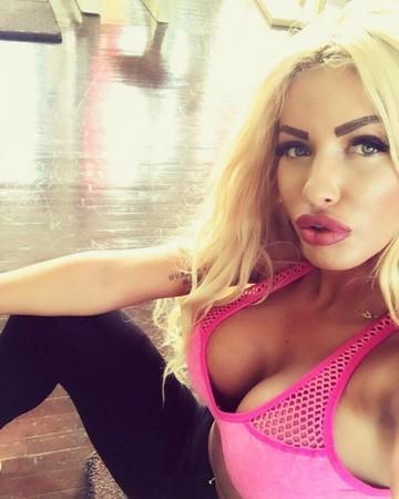 FOTO EXCLUSIV | Primele imagini cu Loredana Chivu pe patul de spital! Blonda isi opereaza nasul! Uite-o chiar inainte de interventia chirurgicala! Nu pierdeti o editie incendiara WOWbiz in aceasta seara, de la 22.30, la Kanal D