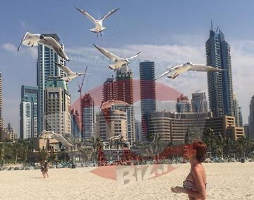 VIDEO EXCLUSIV! Denisa si Raluca de la Bambi, vacanta de vis in Dubai! Fetele au facut furori cu siluetele sexy!