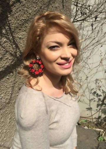 Foto   Valentina Pelinel, prima poza cu burtica dezgolita! Vezi cat de frumoasa e blonda