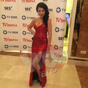 FOTO EXCLUSIV! Andreea Mantea, aparitie FABULOASA la Premiile TV Mania! Doamne, cat de sexy poate sa fie! Intra sa vezi cum s-a imbracat si Ilinca Vandici