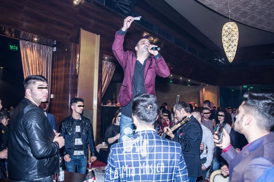 Foto | Nevasta lui Pepe, distractie intr-un club de manele, unde doua bombe au oferit un show erotic! Mihaita Piticu' a cantat, Raluca a dansat, iar doua femei s-au sarutat!