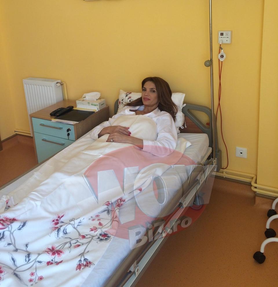 Foto Exclusiv | Prima imagine cu Cristina Spatar pe patul de spital dupa ce si-a schimbat silicoanele! Are acum sanii cu un numar mai mari! Si-a pus implanturi de 425 ml