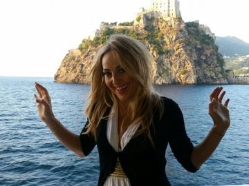 Foto | Florentina Opris face sport chiar si intinsa pe sezlong! Uite cum isi intareste muschii frumoasa vedeta TV