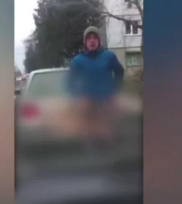 Un sofer fara inhibitii si-a dat jos pantalonii in trafic. Ce a urmat te va lasa masca