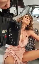 Anna Lesko, filmata intr-o rochie scurta, cu picioarele desfacute, iar asta nu e tot! Gestul pe care l-a facut cantareata a innebunit barbatii