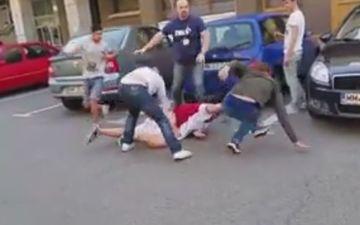 Bataie in strada, la doi pasi de sediul politiei!
