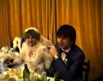 Hagi a rupt ringul de dans la nunta lui Marius Lacatus! Imagini fabuloase de la cel mai tare eveniment al anului 1989, cu echipa de aur a Stelei VIDEO