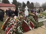 Nu mai e loc de atatea coroane la mormantul Ilenei Ciuculete! Sute de flori acopera acum locul de veci al artistei
