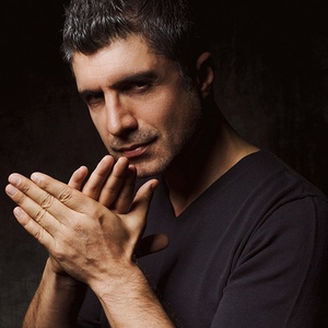 """Interviu de senzatie cu actorul Ozcan Deniz! """"Nu casatoria, ci divortul ma ingrijoreaza!"""". Iata ce raspunsuri a oferit sarmantul actor spre deliciul fanelor sale infocate!"""