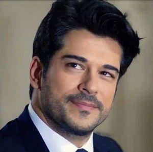"""Burak Ozcivit, Kemal din serialul """"Dragoste infinita"""", la bustul gol! Iata cat de sexy este actorul!"""