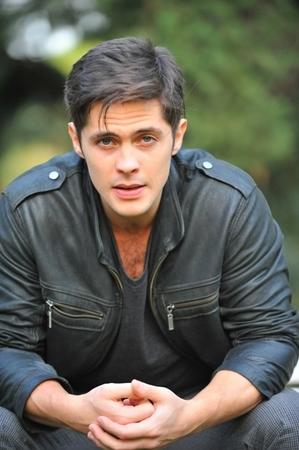 """Sarmantul actor Baris Alpaykut (Ozan din """"Dragoste infinita"""") are un talent ascuns! Iata ce face acesta de peste 15 ani si cum si-a umit fanii!"""