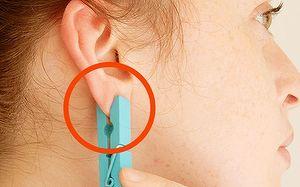 Daca vedeti tot mai multe femei care stau cu un carlig prins de lobul urechii sa nu radeti de ele! Motivul e GENIAL! Uite ce se intampla daca faci asta