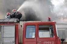 Incendiu la o hala de depozitare a bauturilor racoritare din Voluntari. Pompierii au intervenit cu zece autospeciale