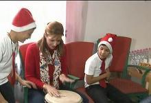 Principesa Maria a invatat sa cante la tobe de la copiii nevoiasi dintr-un centru umanitar din Ploiesti