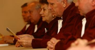 CCR decide astazi asupra dezincriminarii abuzului in serviciu. Hotararea judecatorilor ar putea scapa multi politicieni de problemele cu legea