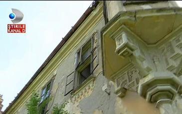 """""""Ati fost aici?"""" E unul dintre cele mai frumoase castele din Ardeal, insa asteapta sa isi recapete stralucirea. Povestea castelului Teleki din Ocna Mures"""