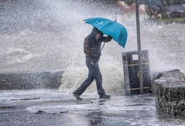 Meteorologii au emis cod galben de ploi, descarcari electrice si vijelii in 28 de judete. Harta zonelor afectate