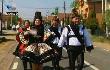 "Nunta la Certeze. Asa arata o petrecere in ""tara bogatilor"" din Romania: Mireasa este ""ingropata"" in margele"