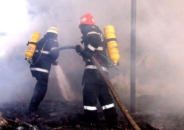 Incendiu la groapa de gunoi Glina. Pompierii intervin pentru stingerea focului