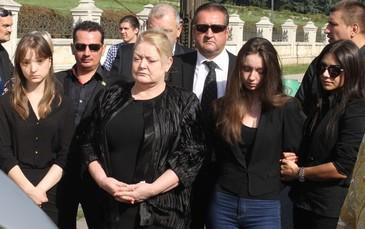 """Sotia si fiicele lui Vadim Tudor se tem de deputata PSD, Ana Birchall: """"Este un tun de gloante impotriva noastra , de care cu greu ne mai putem feri"""""""