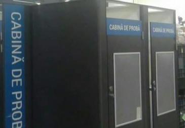 Clientul unui magazin de produse sportive din Constanţa sustine ca exista camere de supraveghere in cabinele de proba. Ce a patit iubita lui