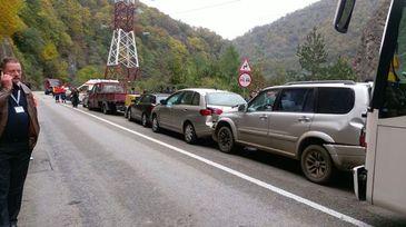 Cod rosu de interventie in Valcea, dupa ce sapte autovehicule, printre care un tir si un autocar, au fost implicate intr-un accident