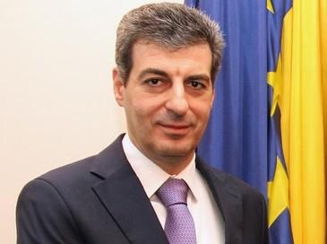 """Ministrul Apararii Nationale sustine ca nu se pune problema ca stagiul militar obligatoriu sa fie reintrodus. Mihnea Motoc: """" România ar putea avea 2.700 de rezervisti voluntari"""""""