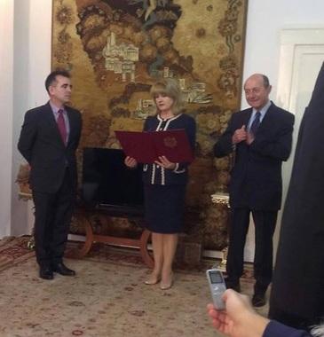 Traian Basescu si sotia sa au depus juramantul ca cetateni ai Republicii Moldova!
