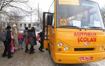 Buzau: Un elev de 13 ani a fost ranit in microbuzul scolar dupa ce soferul, care era baut, a franat brusc